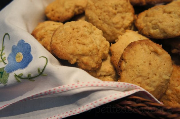 Pine nut - dulce de leche cookies