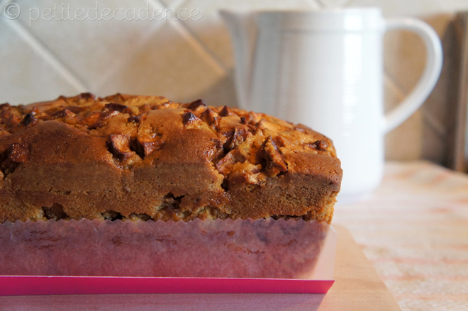 Apple and cinnamon pound cake