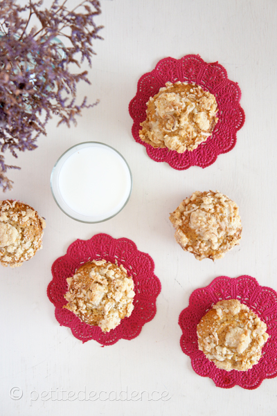 Banana coconut crumble muffins